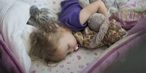 mit ton schlafen das passiert mit kindern die zu wenig schlafen