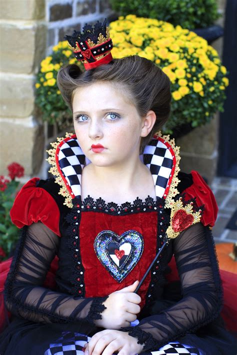 how to do queen hairstyles red queen queen of hearts halloween hairstyles cute