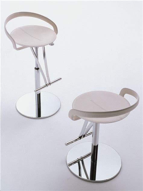 sgabelli ergonomici cayman sgabello girevole in cuoio italy design