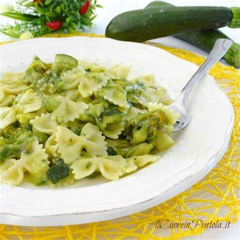 fiori con la u pasta con zucchine e fiori di zucca ricetta il cuore in