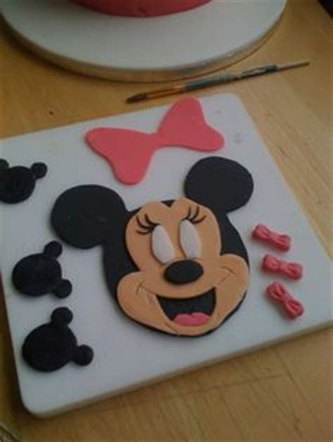 minnie mouse cake topper by www amberslittlecupcakery
