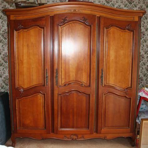 armoire en merisier massif superbe armoire 3 portes en merisier massif occasion en clasf maison jardin