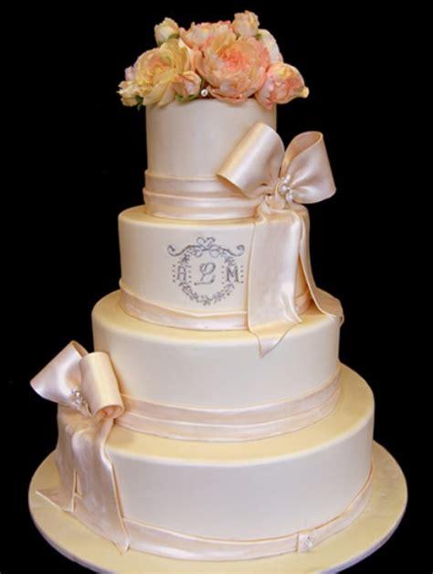 Monogram Wedding Cake 21 unique monogrammed wedding cakes weddingomania