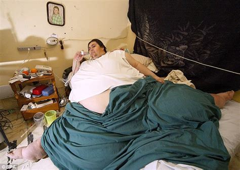 woman fused to couch world s fattest man s body carried to funeral home on