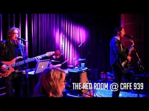 the room cafe 939 hozier quot take me to church quot live at the room cafe 939