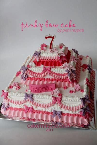 Mutiara Pita Penuh cake miracle by peni respati a bow cake