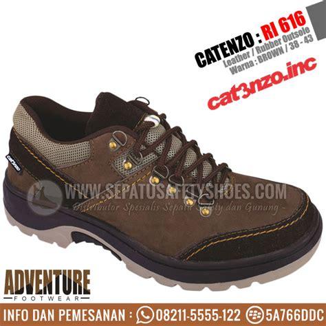 Sepatu Adventure Pria Kulit Abu Catenzo Rr 003 Original Asli Cibaduyut sepatu gunung catenzo toko sepatu safety safety shoes sepatu gunung sepatu touring