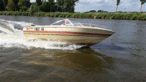 speedboot buitenboordmotor larson speedboot 40pk buitenboordmotor trailer