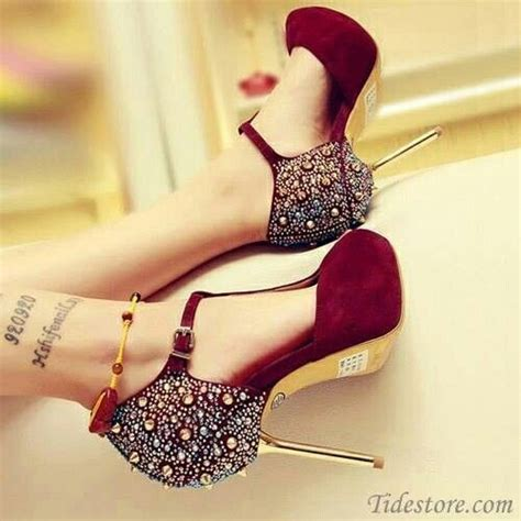 High Heels Glitter Maroon maroon sparkle gold accent pumps zapatos rojo y dorado gold accents and