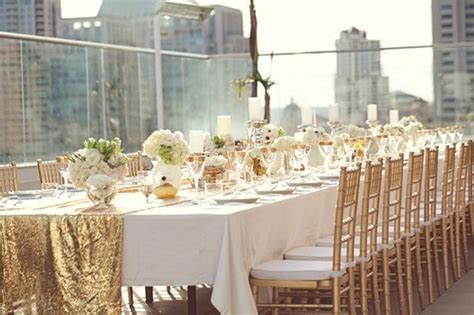 white and gold table settings deco de table mariage mariageoriginal