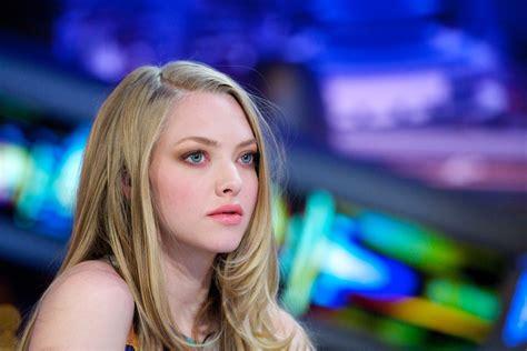hollywood actress with blue eyes amanda seyfried blonde blue eyes actress women