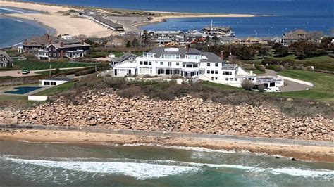 taylor swift beach house taylor swift s fan arrested after admitting he swam to her beach house youtube