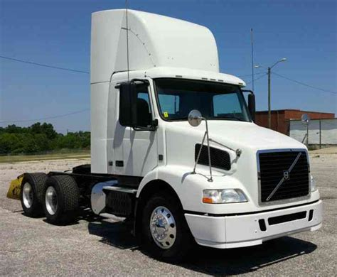 volvo trucks customer service volvo vnm64t200 2012 daycab semi trucks
