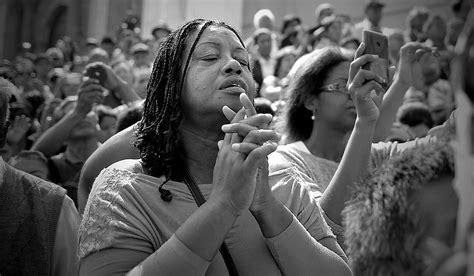 semana santa fieles acompa 241 an al se 241 or de los milagros fotos foto 1 de 9 peru21