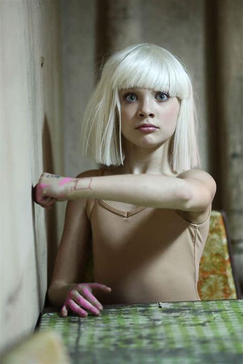 Maddie Ziegler In Sia S Chandelier Behind The Scenes Sia Chandelier Maddie