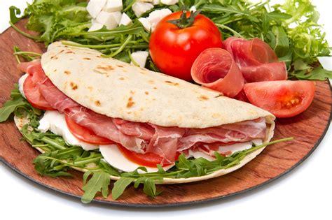 come cucinare le piadine piadina romagnola cucina con noi