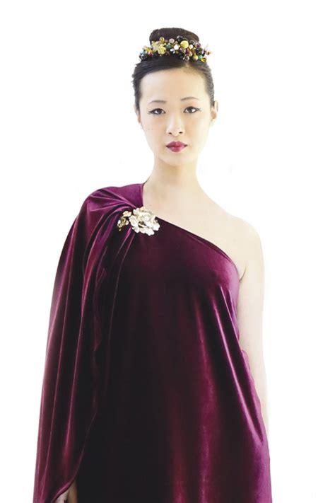 Minidress Fortuner cape back velvet mini dress
