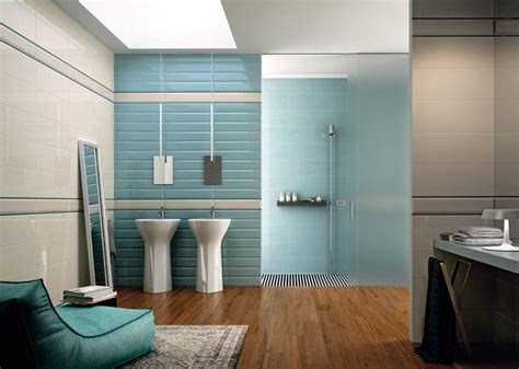 Attrayant Carrelage Mural Salle De Bain Design #1: salle-bain-coloree-carrelage-mural-bleu-glacier-blanc-carrelage-aspect-bois.jpg
