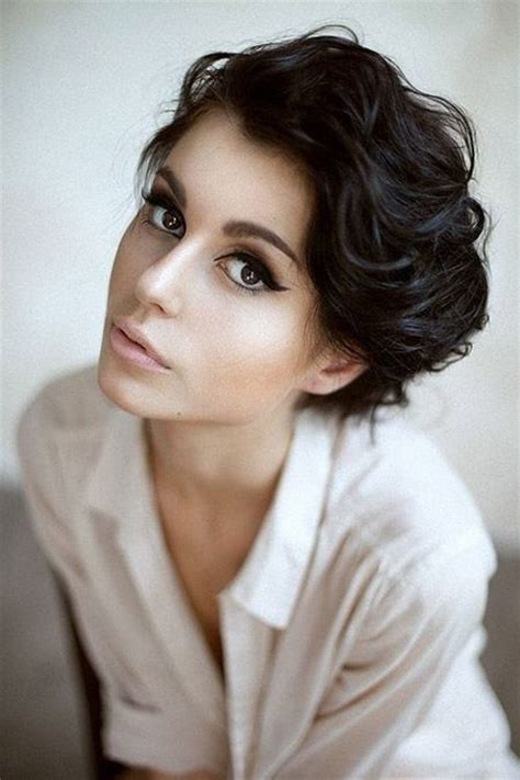 adorable fashionable short hairstyles  women pretty