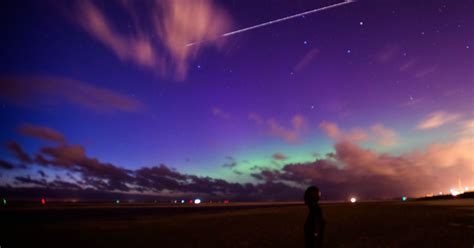 Northern Lights Cast Magical Shades Over Merseyside Liverpool Lights