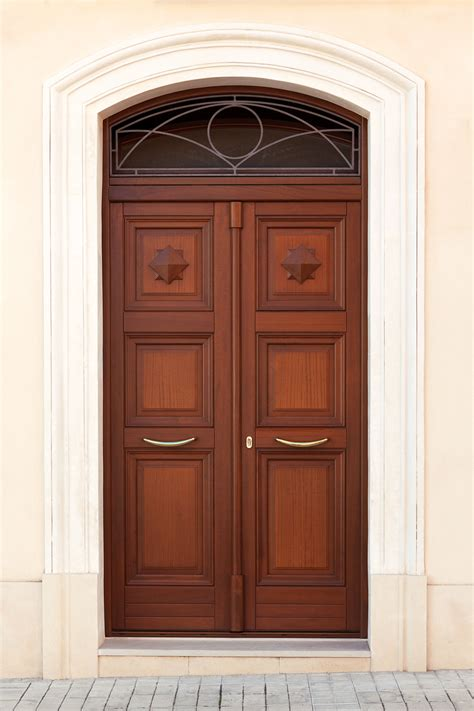 portone di ingresso portone di ingresso in legno tradizionale con elementi