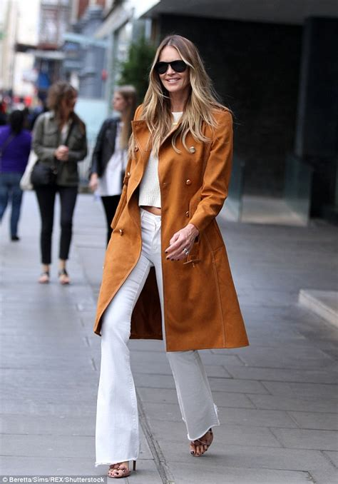The Daily Mail Uk Fashion macpherson dons chic seventies inspired ensemble