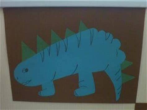 Stegosaurus Paper Plate Craft - preschool crafts for footprint stegosaurus craft