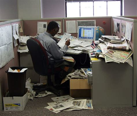 cluttered desk cluttered mind clear desk a your messy desk is a sign that you re creative