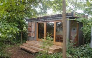 container classroom with green roof small scale green