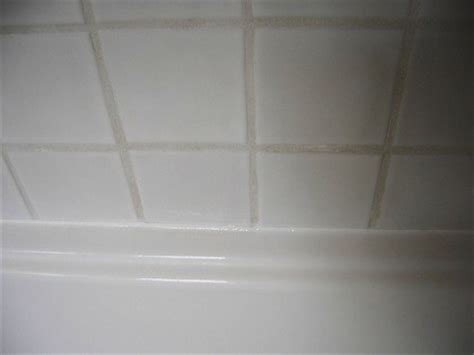 best way to caulk a bathtub caulking a bathtub