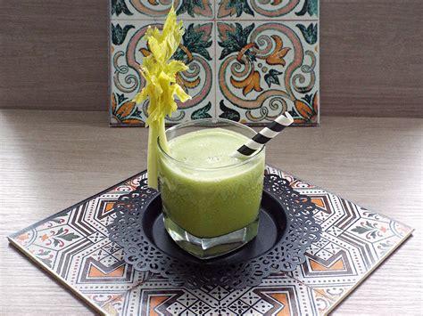 centrifuga di sedano ricetta detox centrifugato all ananas sedano e zenzero