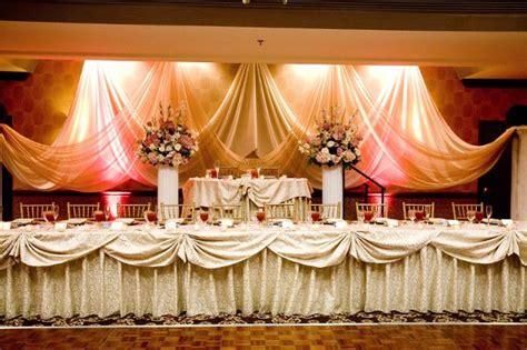 decorating the head table at a wedding reception ehow beautiful set up for a head table bride and groom on