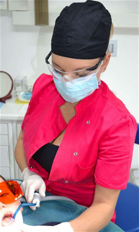 assistente alla poltrona como barbieri stomatologico lariano