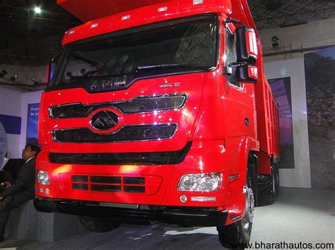 renault amw 2012 auto expo amw showcases two new trucks and a twin
