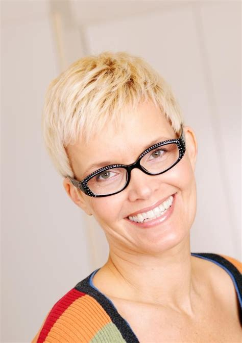 middle aged pixiehaircuta pictures of hair styles for middle aged women