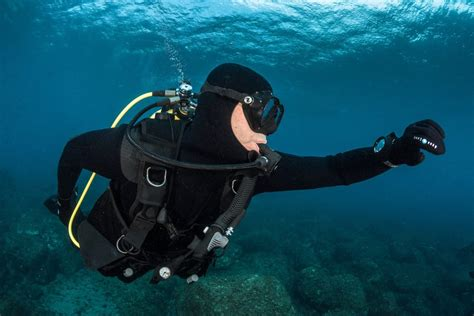 best budget dive computer top 9 best air integrated dive computers of 2018 the