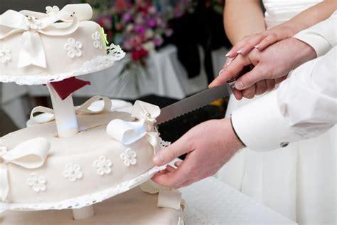 Hochzeitstorte Anschneiden by Das Anschneiden Der Hochzeitstorte Tipps Experten
