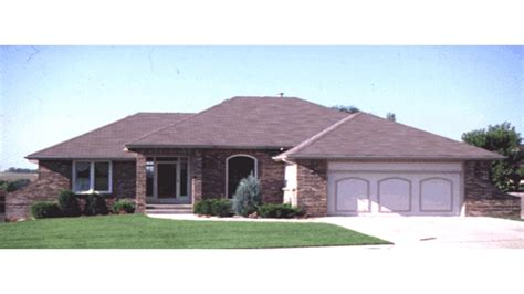 house plans with hip roof ranch house porch addition ranch house with hip roof