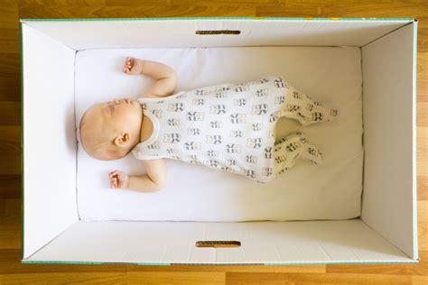 culla belly usata perch 233 i neonati in finlandia dormono in una scatola di