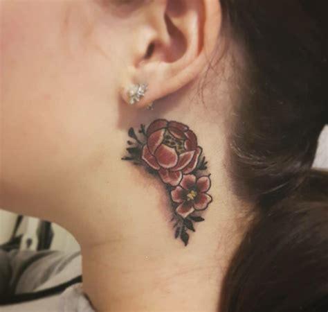 tatuaggi fiori e scritte tatuaggi sul collo soggetti e idee da realizzare su nuca e