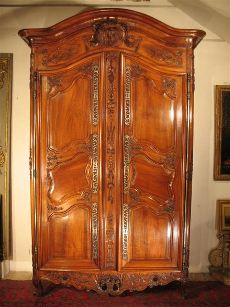 armoire ancienne en noyer armoire de mariage arl 233 sienne en bois de noyer 233 poque