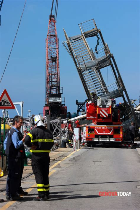 incidente porto genova incidente nave porto genova