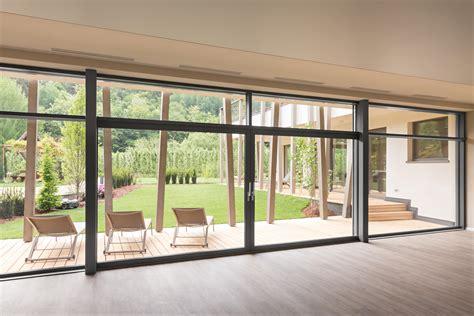 con vista parete vetrata vista con porta finestra alzante scorrevole