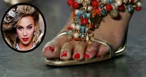 Celebrities with ugly feet