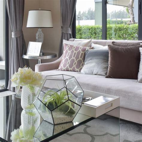 Room Decoration Items Sale What Room Decor Is Best For A House Sale Estilo Tendances
