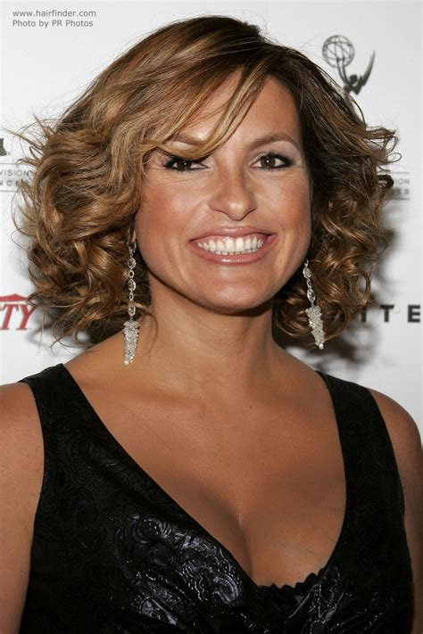 pictuyres of body perms for medium length hair mariska hargitay s hairdo with hair that is touching the