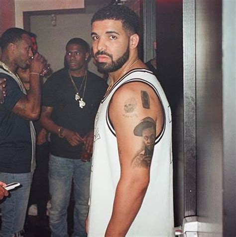 does drake have tattoos honors lil wayne with epic portrait tat popstartats