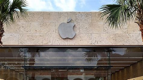apple lincoln road miami apple s new lincoln road store is three times larger