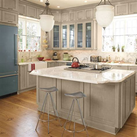 How To Clean Kitchen Cabinets by Stylish Kitchen Island Ideas Southern Living