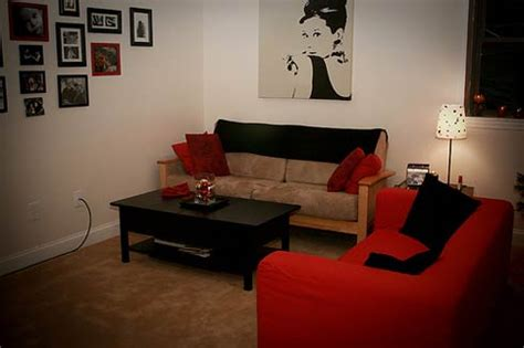 decorating an apartment how to decorate your apartment and not leave nail holes apartment hunters